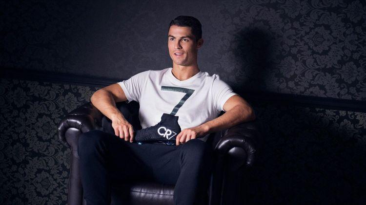 Футболист в рекламной компании CR7
