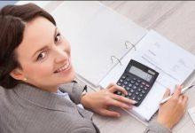 Женщина с калькулятором