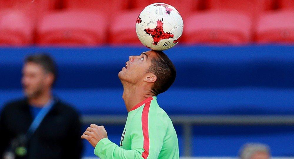 Криштиану с мячом