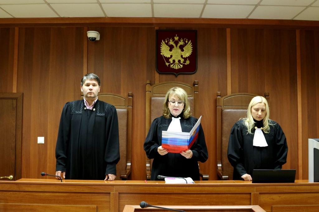 Средняя зарплата помощника судьи