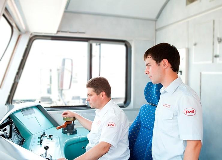 Зарплата помощника машиниста поезда в России
