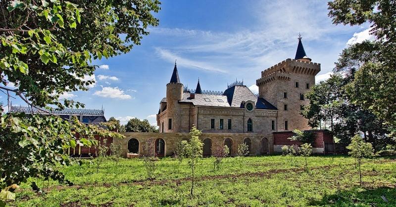 Замок Галкина в деревне Грязи