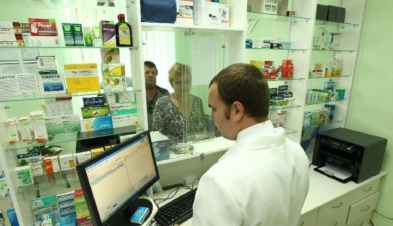 На фото представлено место работы фармацевта