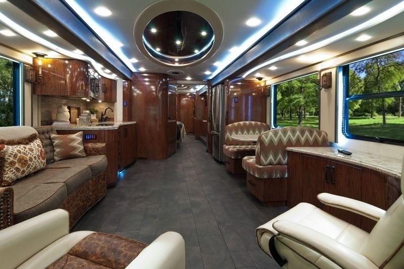 Салон Foretravel ih-45 Luxury Motor Coach