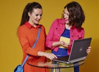 Девушки с ноутбукои