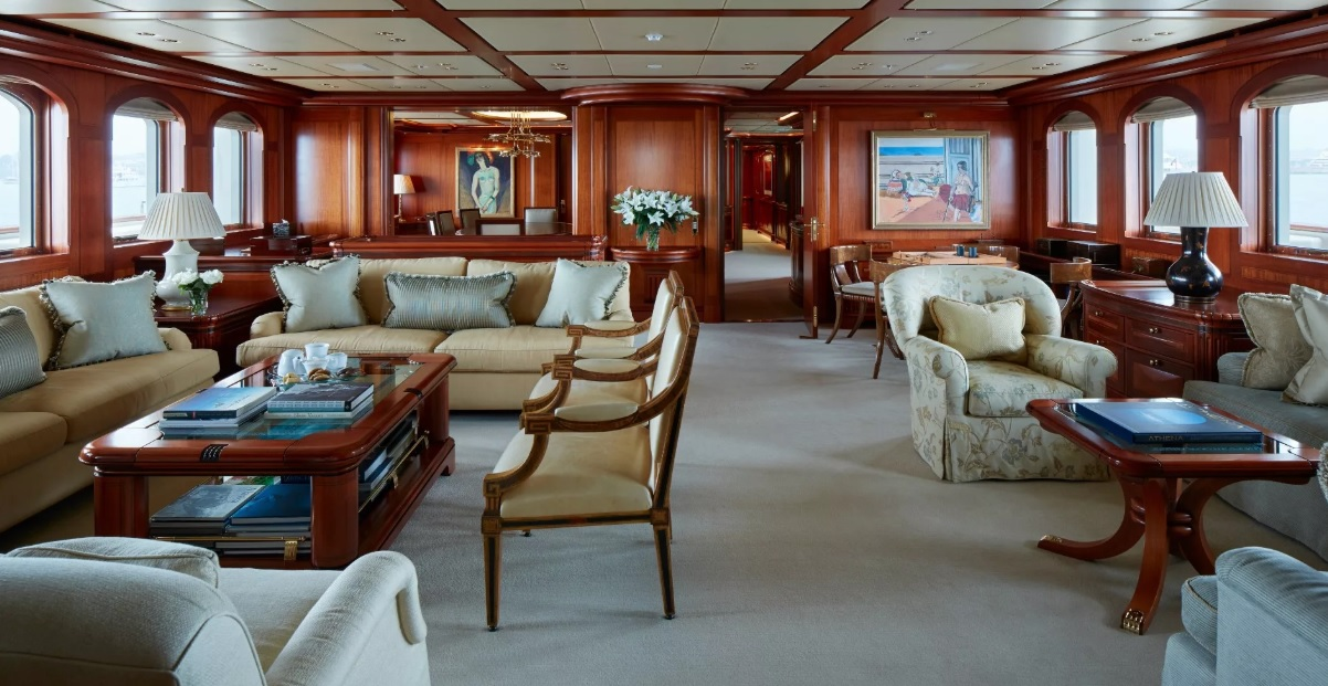 Яхта Athena