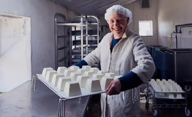 Мэри Холбрук на производстве