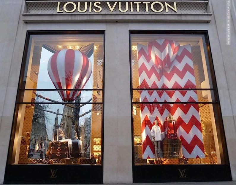 Витрина в фирменных цветах Louis Vuitton